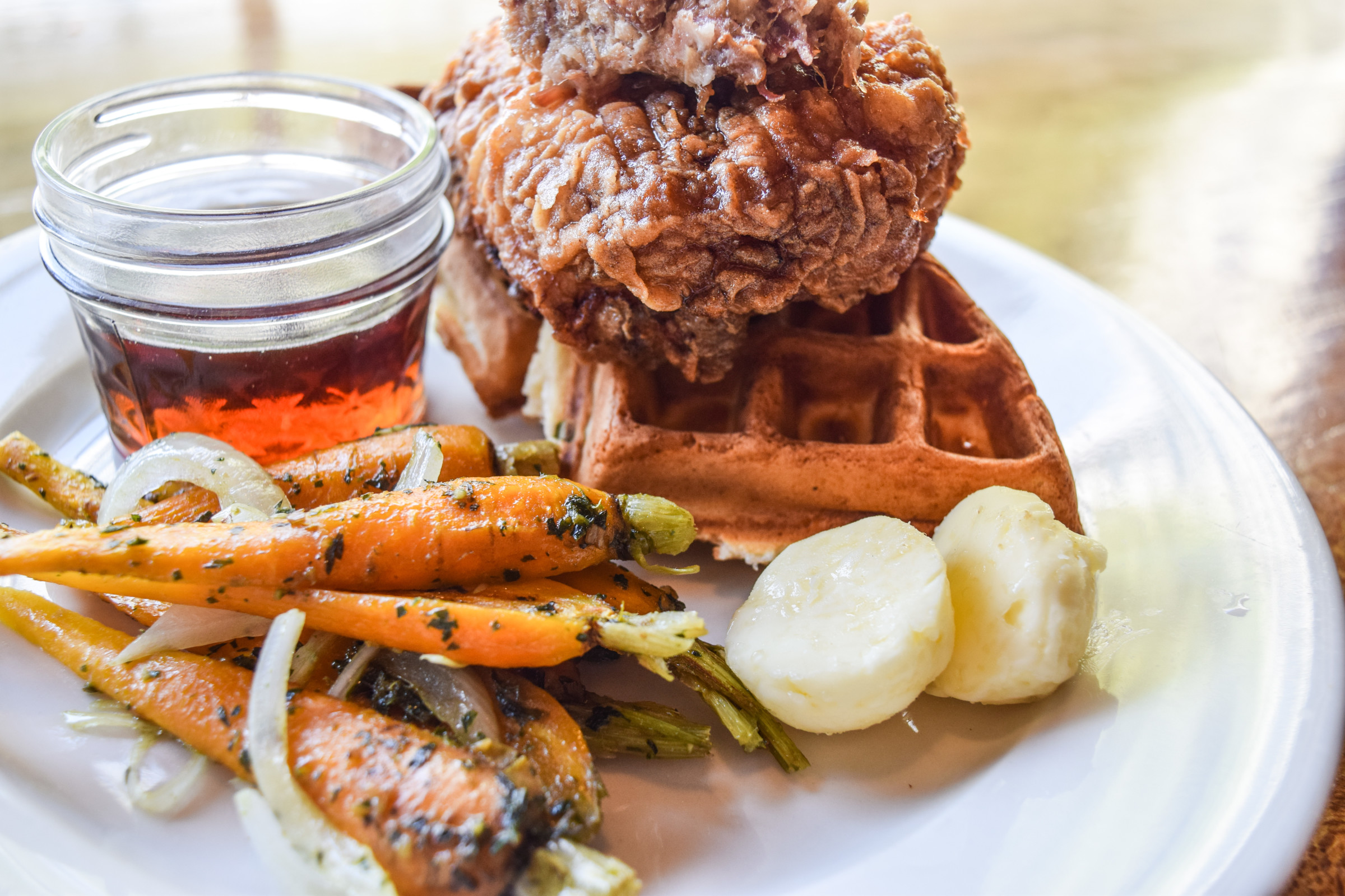 Twains-Chicken-and-Waffles